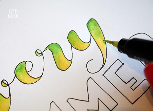 Handlettering mit Fineliner und Wasserfarbe | Watercolor | Pigma Micron | Ideen für Hand Lettering | Schreiben mit Aquarellfarbe | Anleitung | Gelbkariert Blog