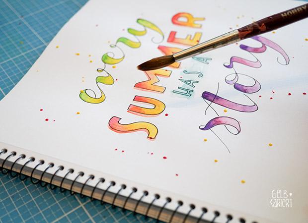 Handlettering mit Fineliner und Wasserfarbe|Watercolor|Pigma Micron|Ideen für Hand Lettering| Schreiben mit Aquarellfarbe|Anleitung|Gelbkariert Blog