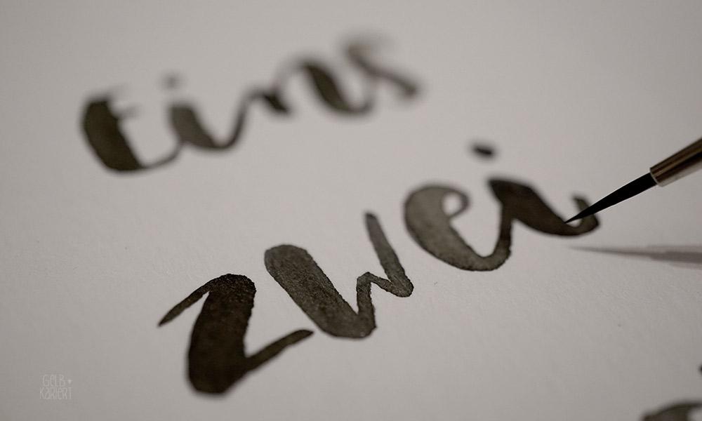 Handlettering Adventskalenderzahlen, Zahlen zum Ausdrucken, Weihnachten, Advent, Adventskalender Basteln, Hand Lettering Adventskalender, Lettering, Brushlettering, Freebie, Free Printable, Gelbkariert Blog
