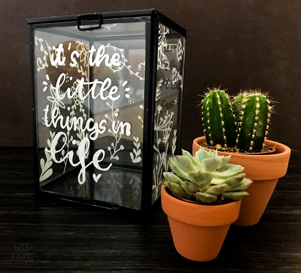 Vitrinendose mit Chalklettering, Chalk Marker, Blami Arts, Ideen fürs Lettering, DIY Idee, Handlettering Anleitung, Chalklettering, Gelbkariert Blog