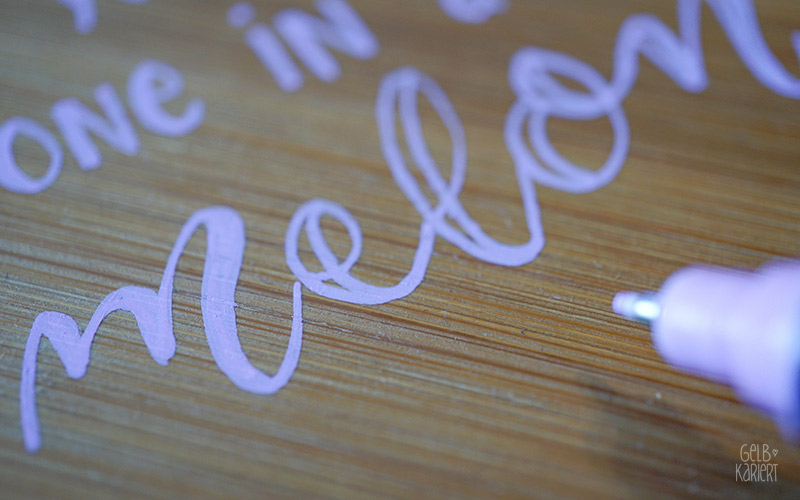 Sommer DIY mit Posca Markern, Uniball, Handlettering, Lettering Ideen, Wassermelone, Deko für Balkon und Terrasse, Malen auf Holz, Sommerideen, Gelbkariert Blog
