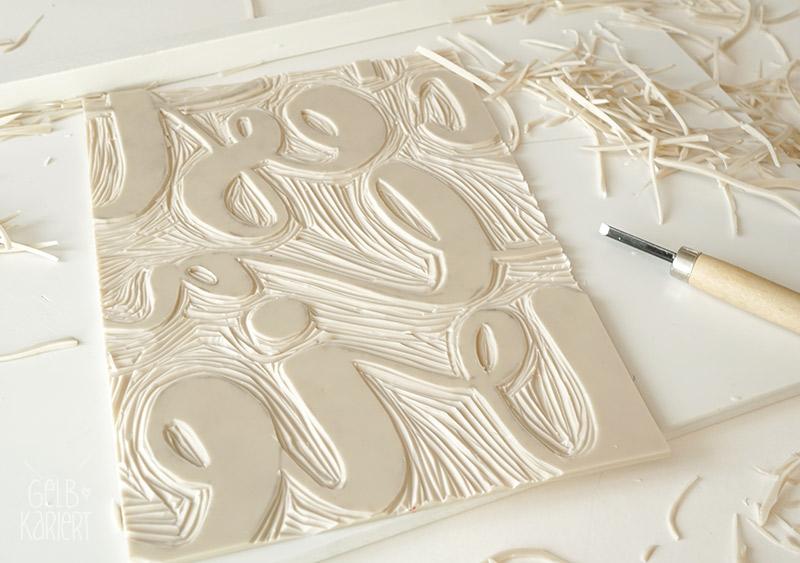 Lettering und Linoldruck, Handlettering DIY, Linolschnitt, Handlettering, Gold, Metallic Handlettering, Lettering Anleitung, DIY Idee, Sprüche Handlettering, Gelbkariert Blog